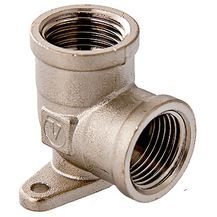 """(VTr.751.N) Латунный никелированный угольник с креплением. Резьба – внутренняя/внутренняя, цилиндрическая трубная по ГОСТу 6357 (ISO 228, EN 10226), совместима также с наружной конической трубной резьбой по ГОСТу 6211 (ISO R7). Присоединительный диаметр – ?"""". Диаметр отверстий для шурупов – 4,5 мм, межосевое расстояние – 35 мм."""